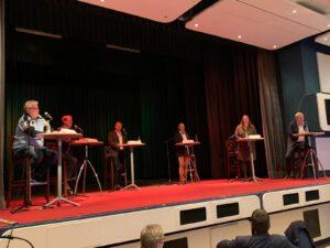 Diskussionsteilnehmende auf dem Podium